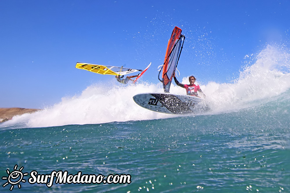 Wave windsurfing and kitesurfing at El Cabezo in El Medano Tenerife