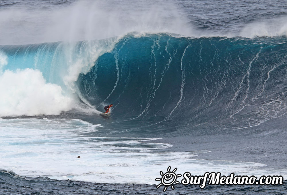 BIG XXL WAVE SURFING GALLERY