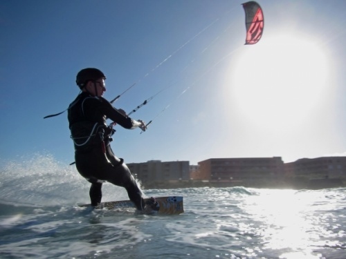 Windsurfing and kitesurfing at El Cabezo in El Medano 15-04-2013